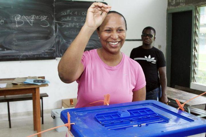 Yasmina Ouégnin vote pour la sénatoriale ivoirienne